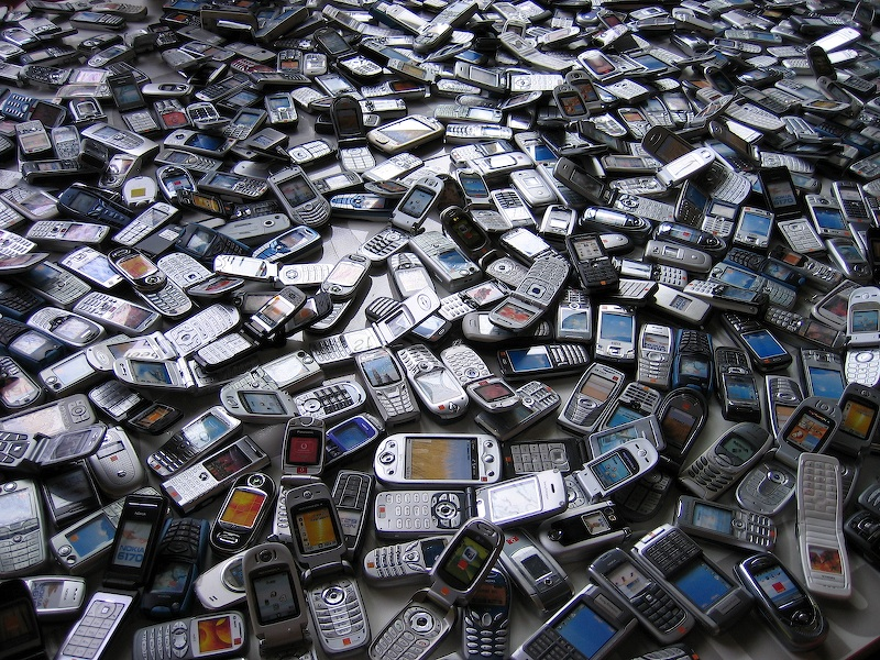 Sea_of_phones.jpg